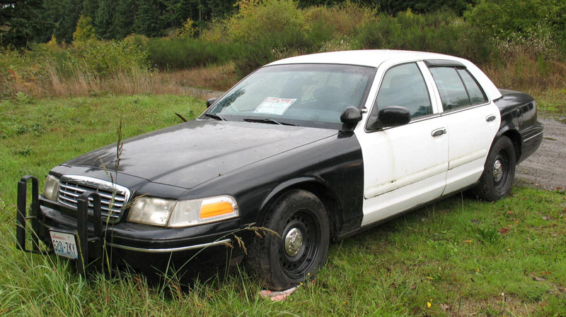 Cop Cars For Sale Spotted This Crown Vic Police Car For Sale Ford Muscle
