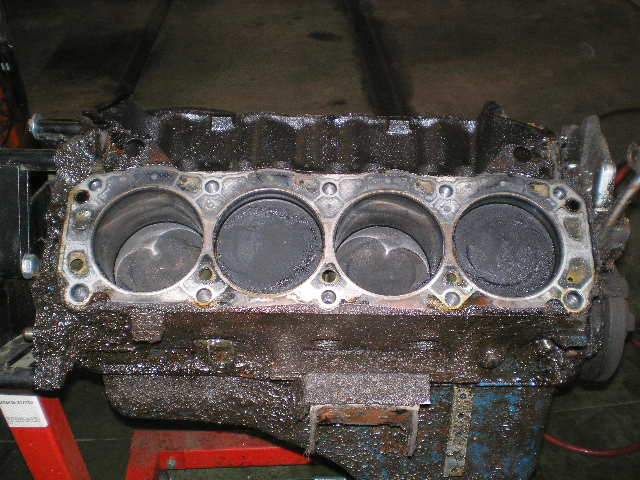 D W Piston Question P on 1994 Ford Truck Engine